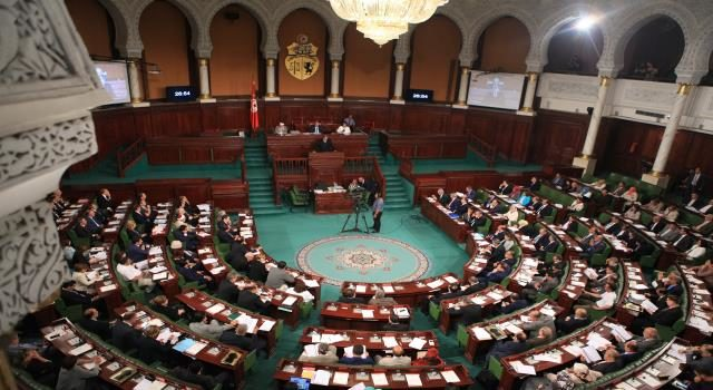 """في البرلمان: مواقف وتحركات الغنوشي الخارجية تزيد في """"توتير"""" المشهد السياسي والنيابي"""