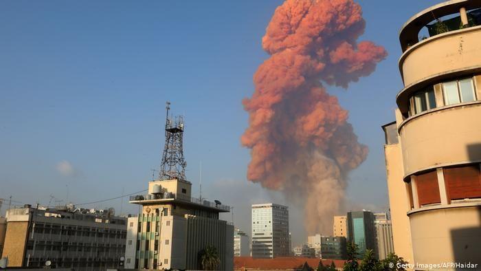 انفجار قوي يهز مرفأ بيروت