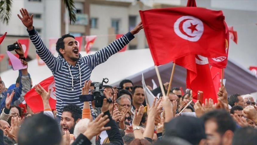 """في ذكراها العاشرة: الثورة التونسية تحت المهجر .. رغم تشاؤمكم """"بعد الثورة خير"""""""